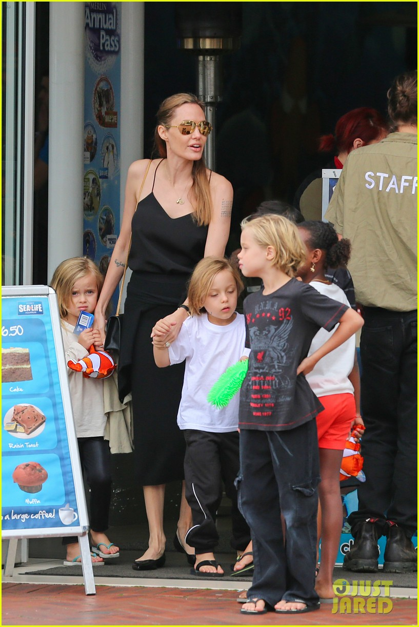angelina jolie kids visit the sydney aquarium 312946320