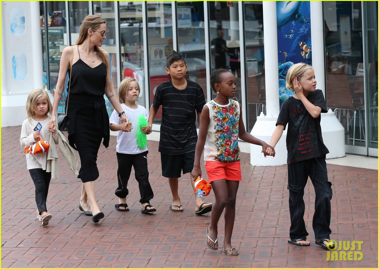 angelina jolie kids visit the sydney aquarium 472946336