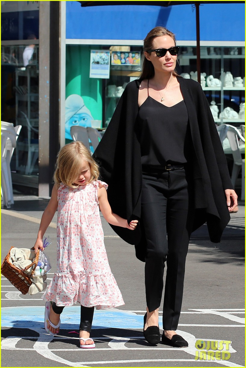 angelina jolie arts crafts afternoon with shiloh vivienne 11