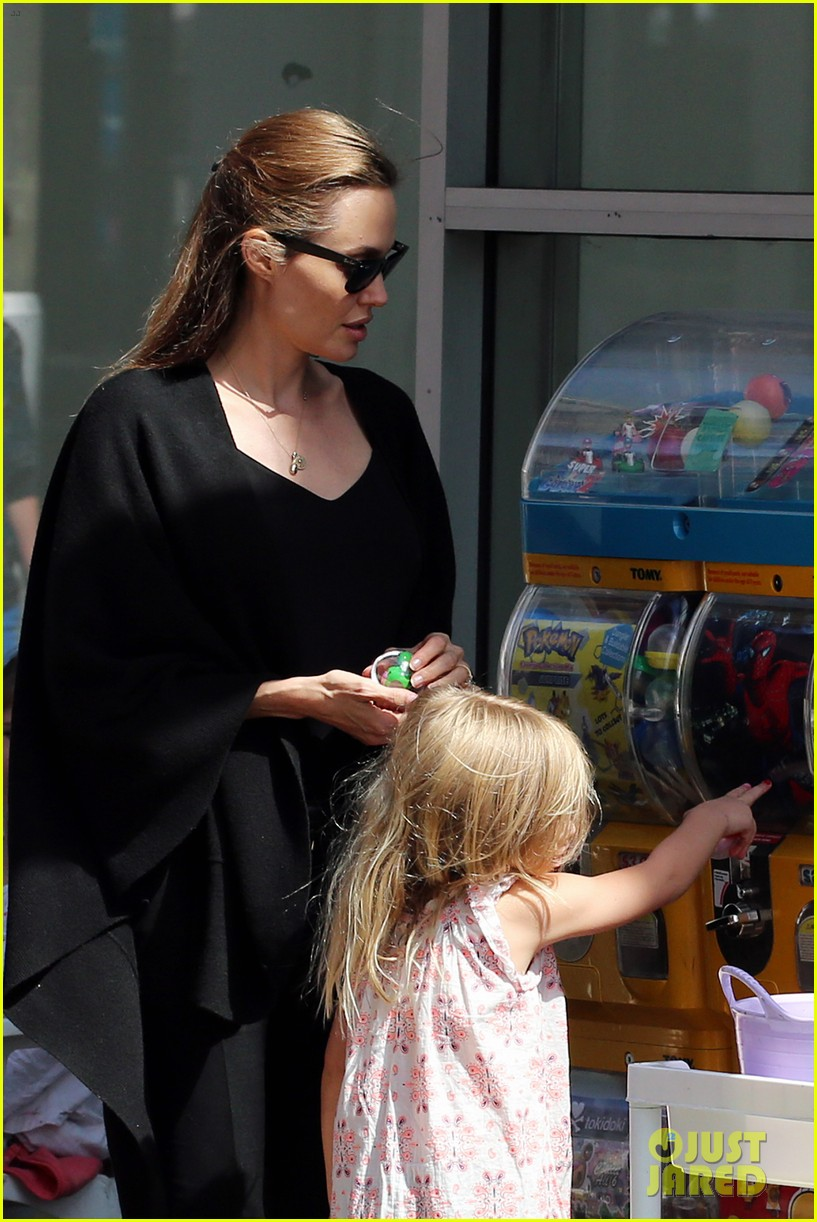 angelina jolie arts crafts afternoon with shiloh vivienne 222952608