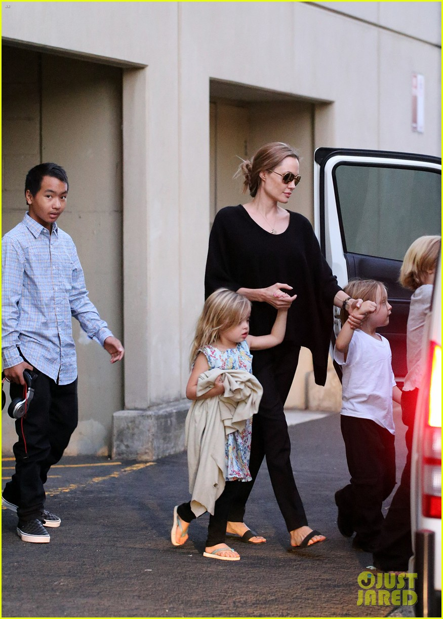 angelina jolie goes bowling in australia with all six kids 02