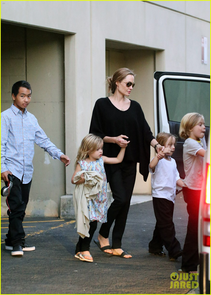 angelina jolie goes bowling in australia with all six kids 092949248