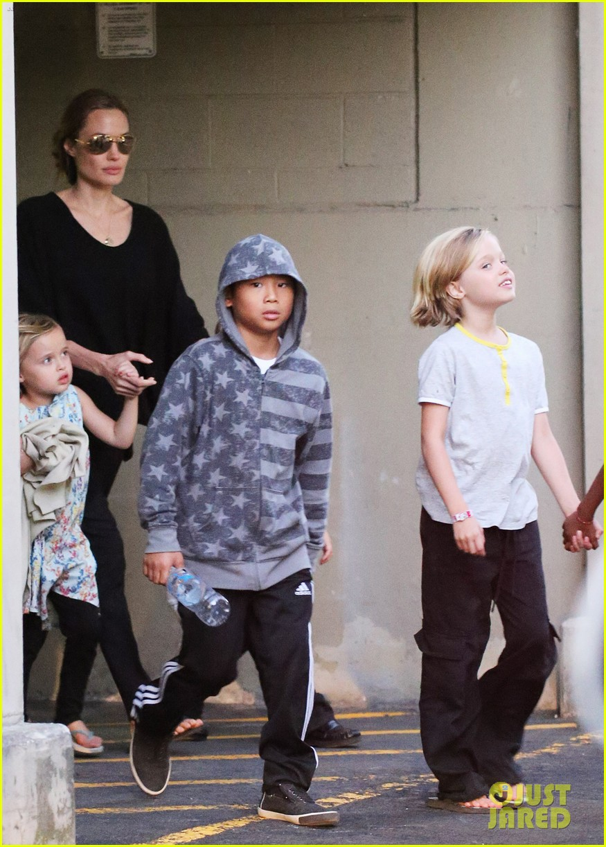 angelina jolie goes bowling in australia with all six kids 122949251