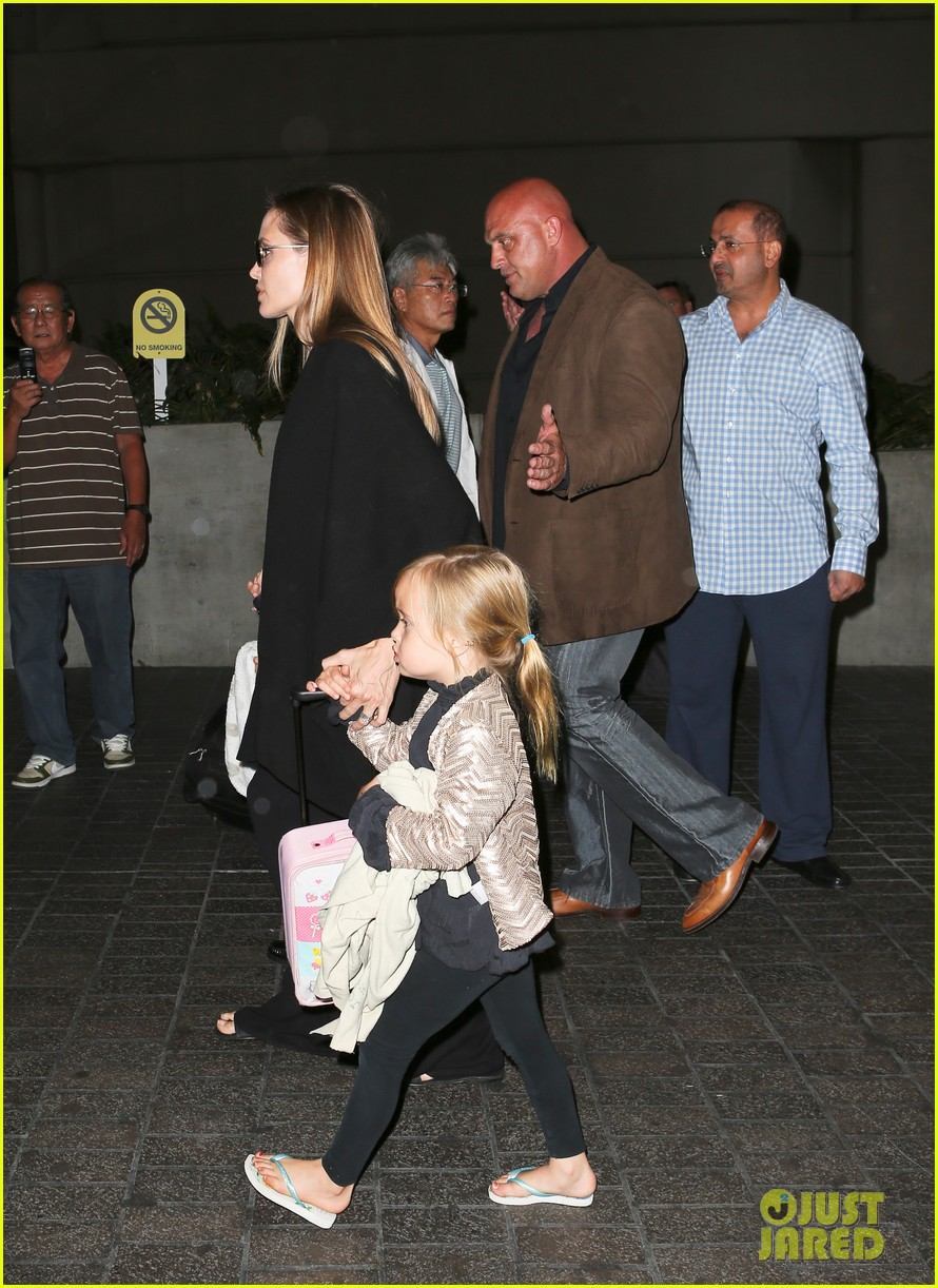 angelina jolie catches a flight with all six kids 022944275
