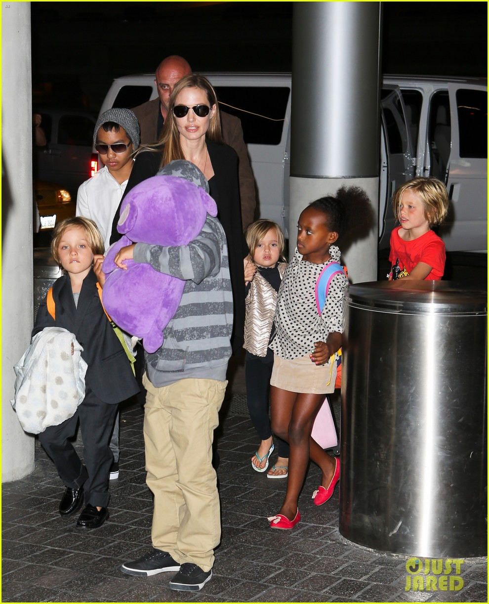 angelina jolie catches a flight with all six kids 102944283
