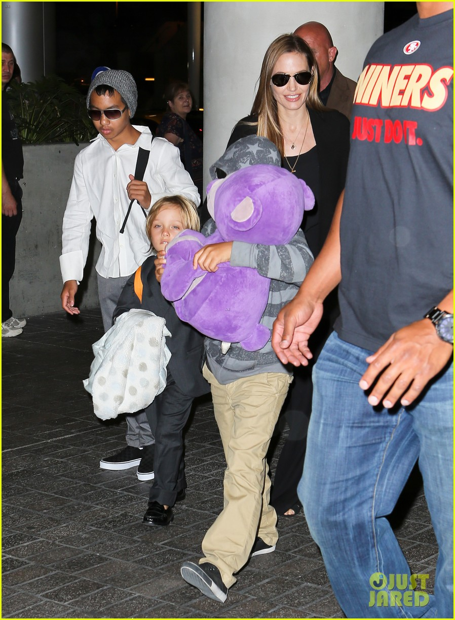 angelina jolie catches a flight with all six kids 112944284