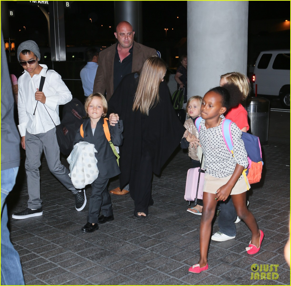angelina jolie catches a flight with all six kids 122944285