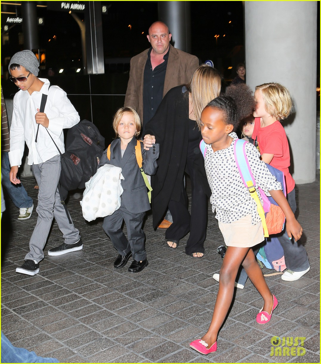 angelina jolie catches a flight with all six kids 132944286