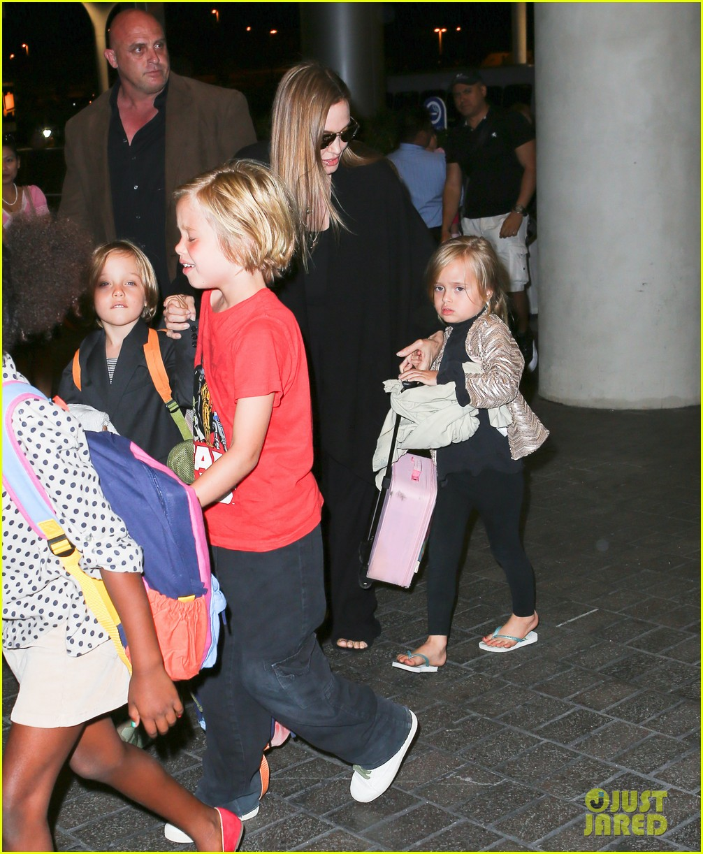 angelina jolie catches a flight with all six kids 14