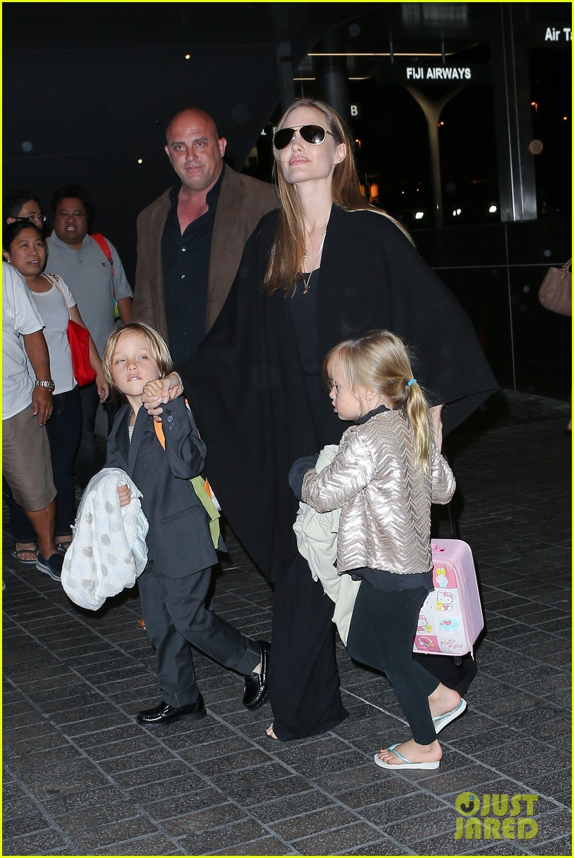 angelina jolie catches a flight with all six kids 162944289