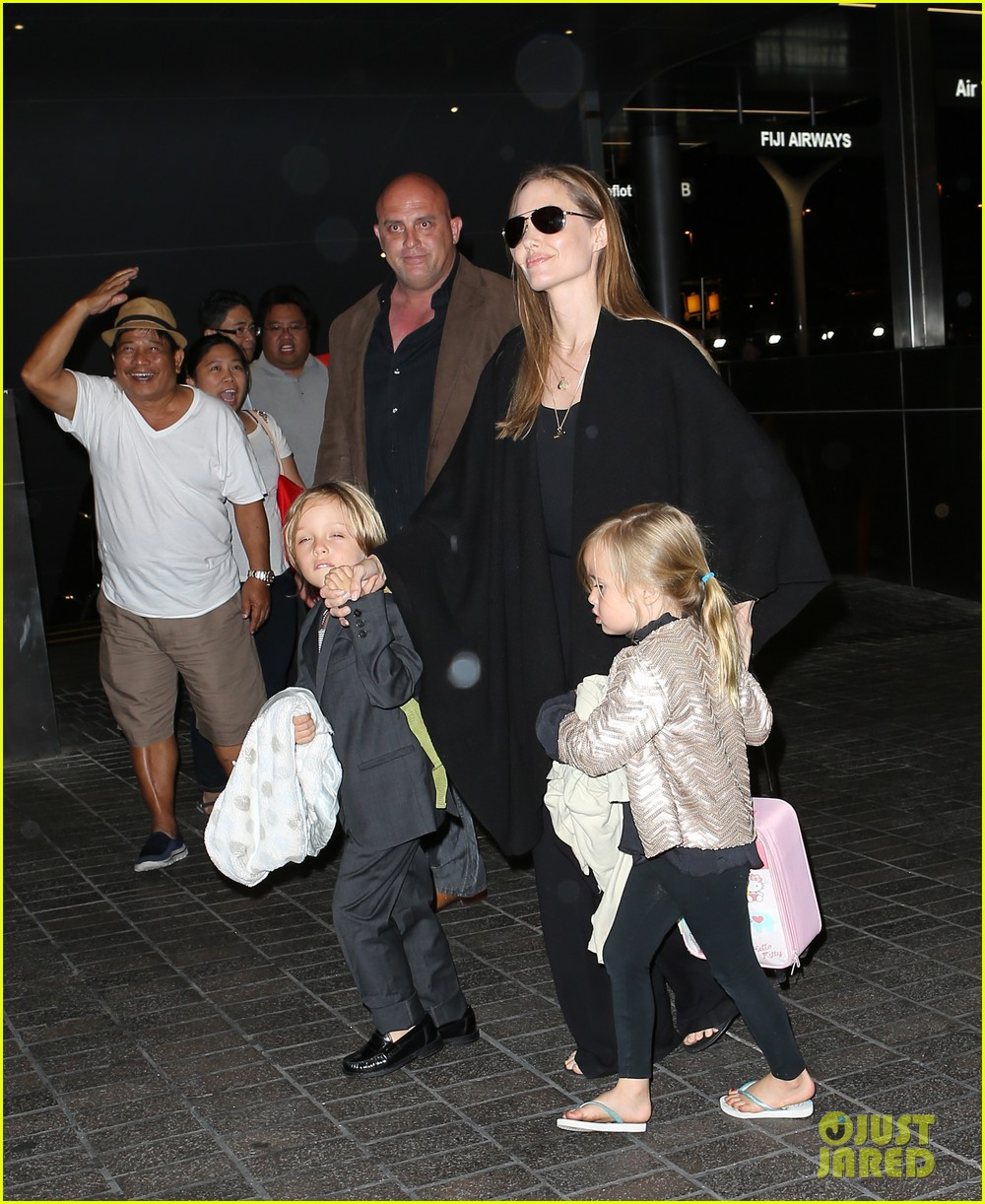 angelina jolie catches a flight with all six kids 172944290