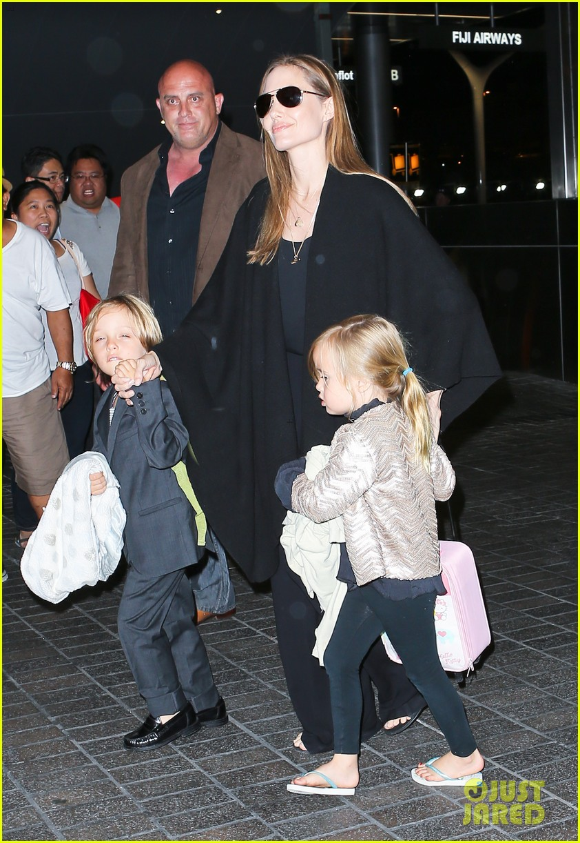 angelina jolie catches a flight with all six kids 18
