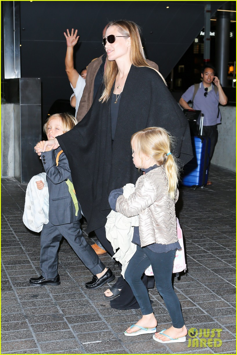 angelina jolie catches a flight with all six kids 192944292