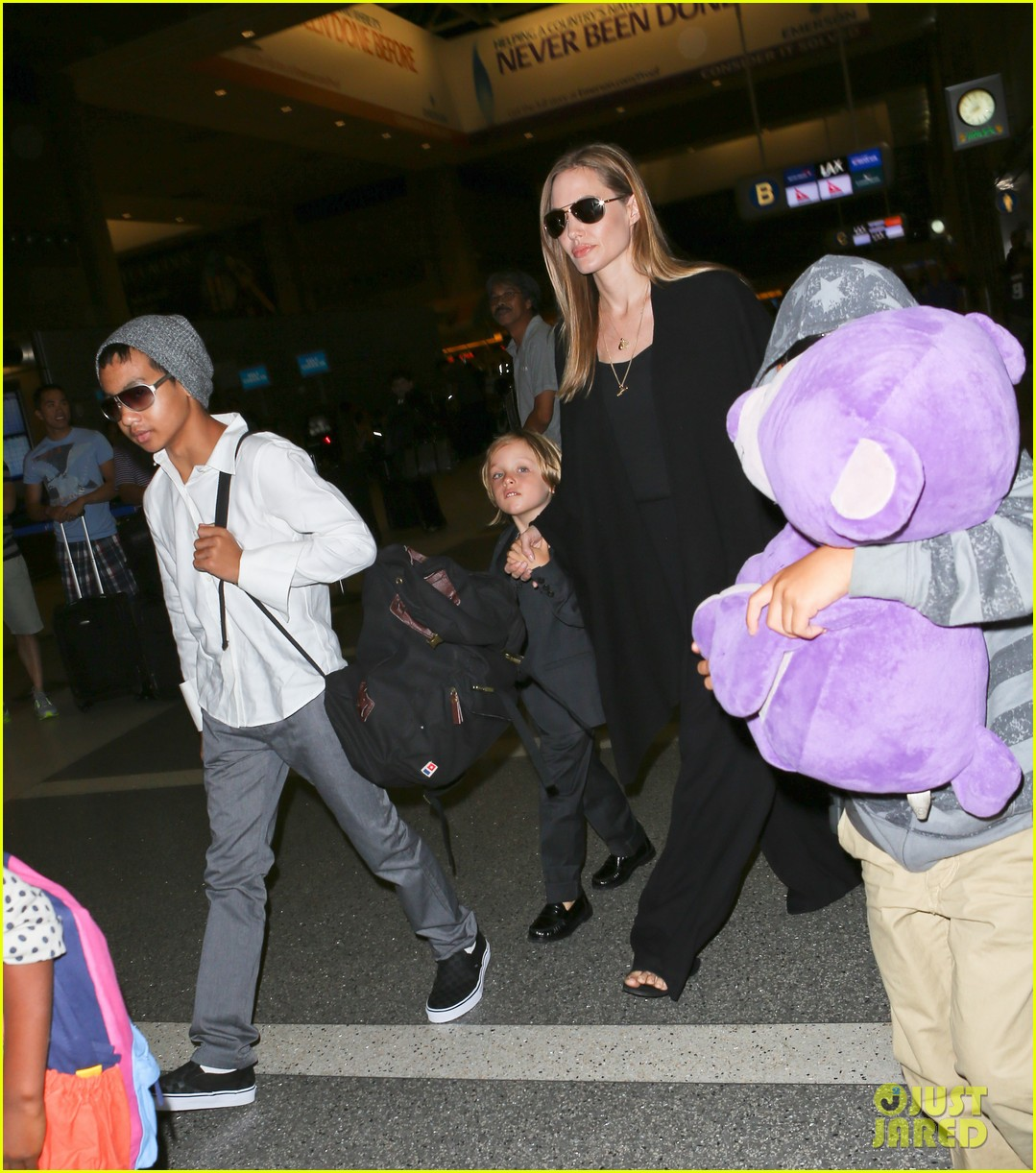 angelina jolie catches a flight with all six kids 232944296