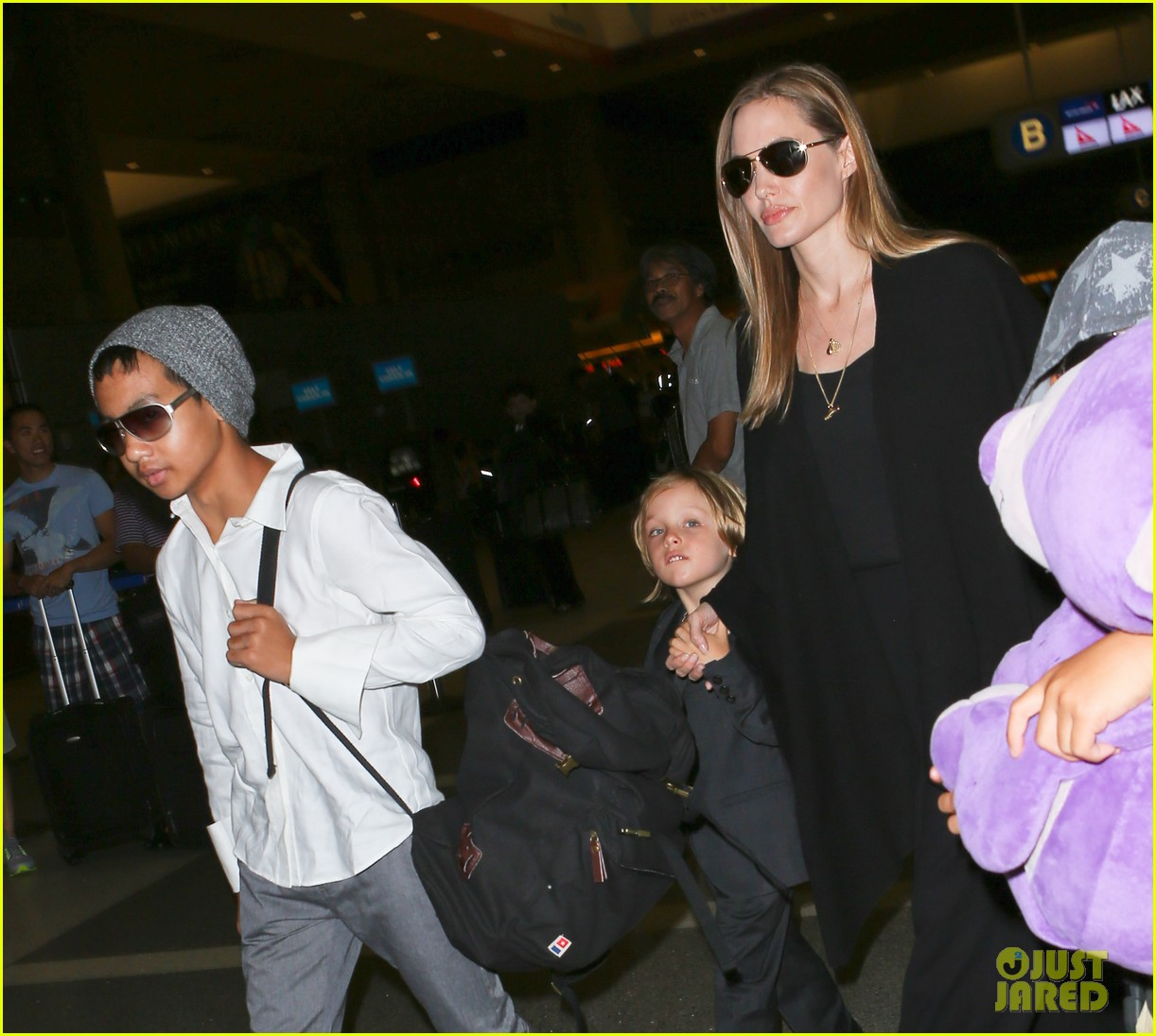 angelina jolie catches a flight with all six kids 242944297