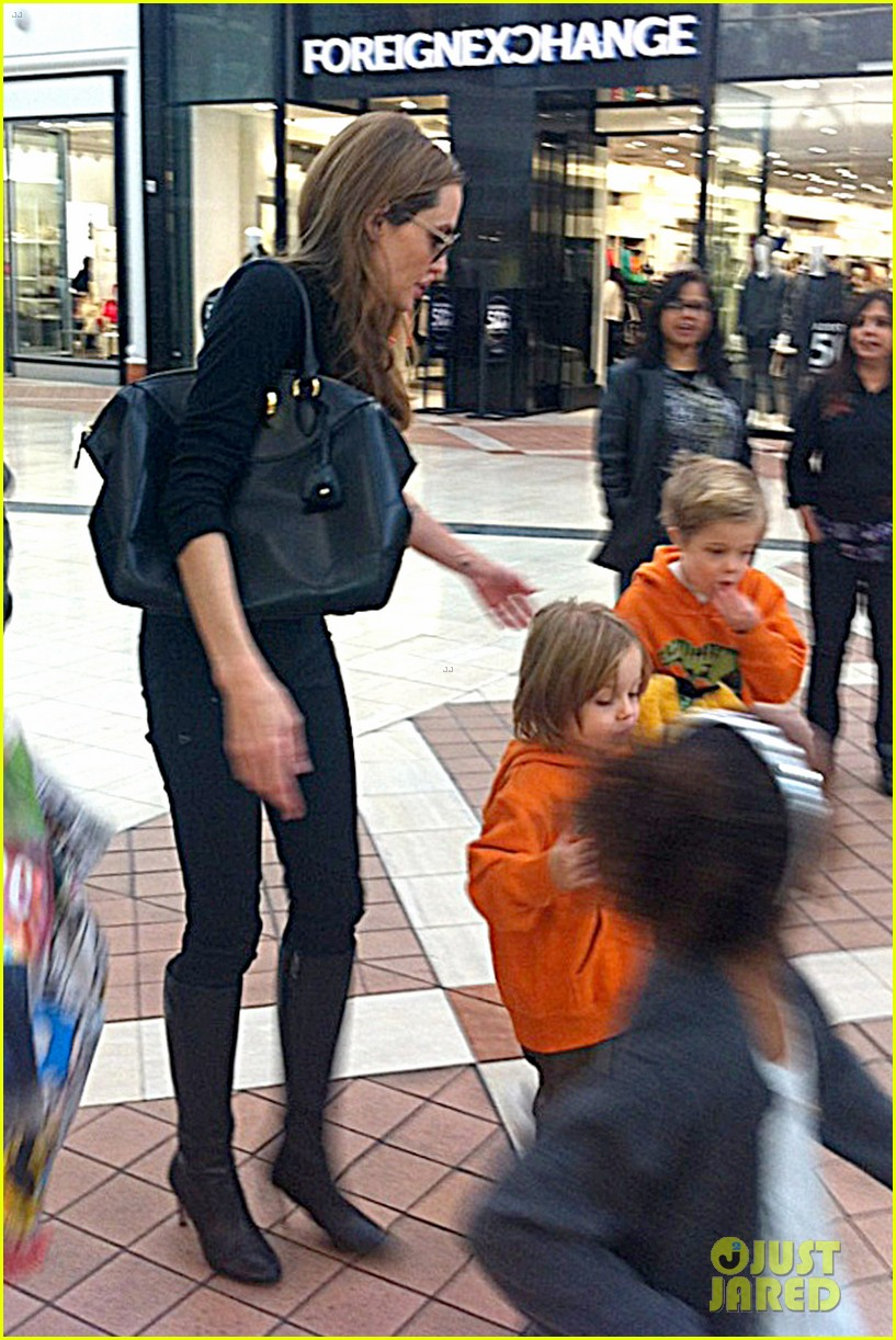 angelina jolie goes shopping with zahara knox vivienne 022942508