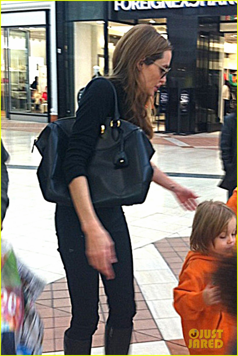 angelina jolie goes shopping with zahara knox vivienne 03