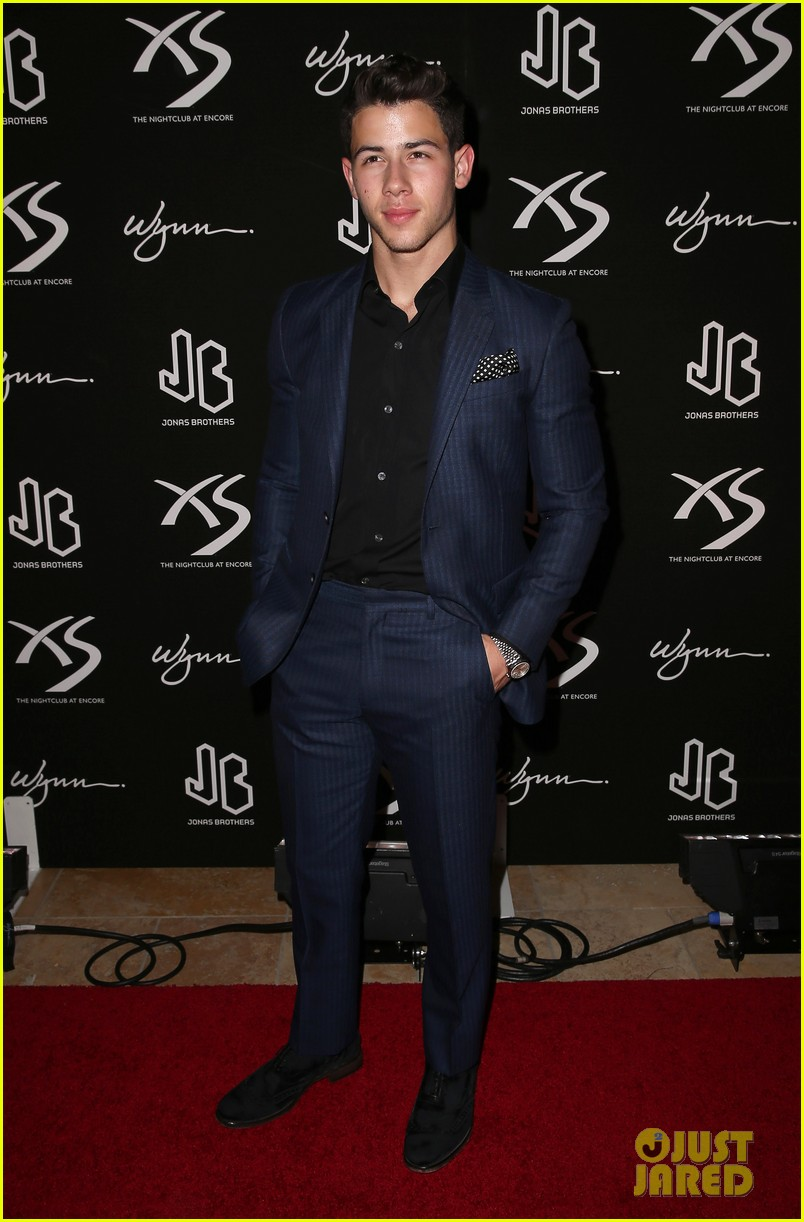jonas brothers celebrate nicks 21st birthday at xs 06