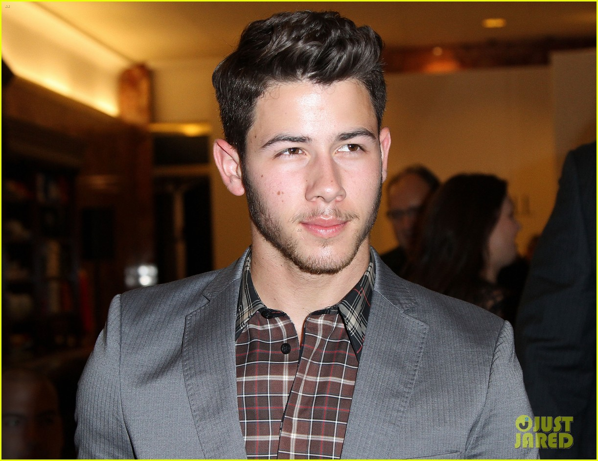 nick jonas connor cruise evening by sherri hill show 03