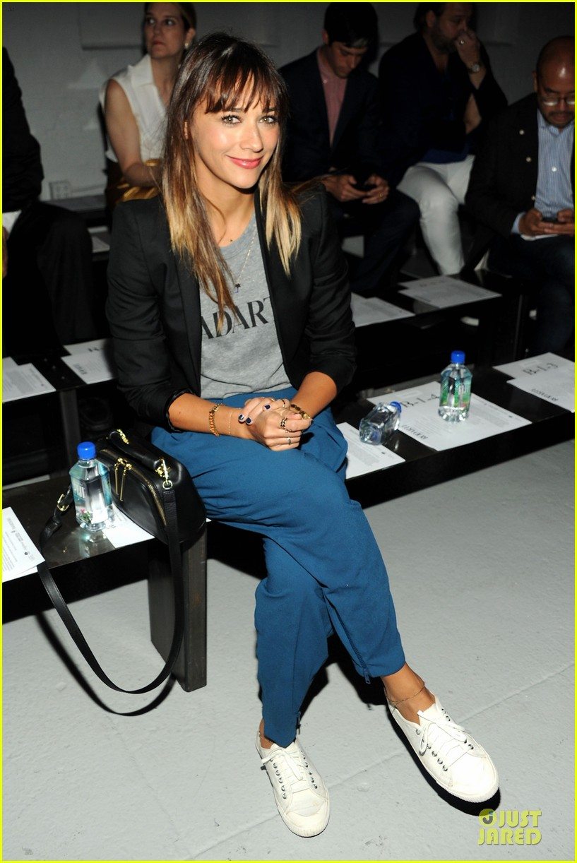 rashida jones miguel rodarte fashion show 102949749