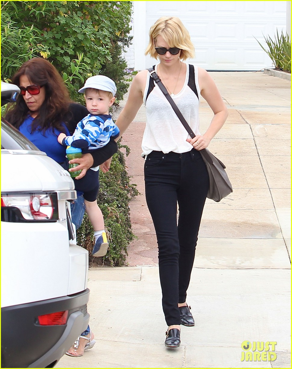 january jones hangs with xander after untrue liam hemsworth rumors 112954585