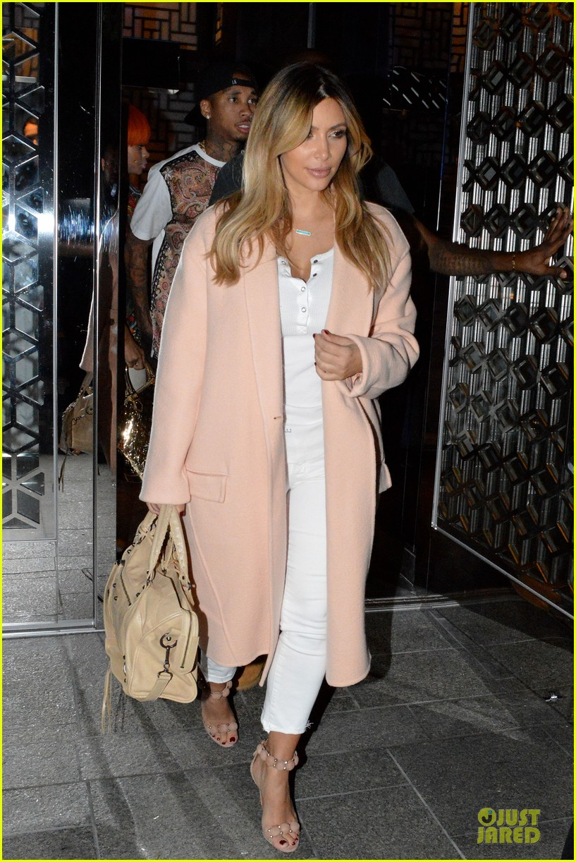 kim kardashian sports blond hair for dinner with kanye west 07