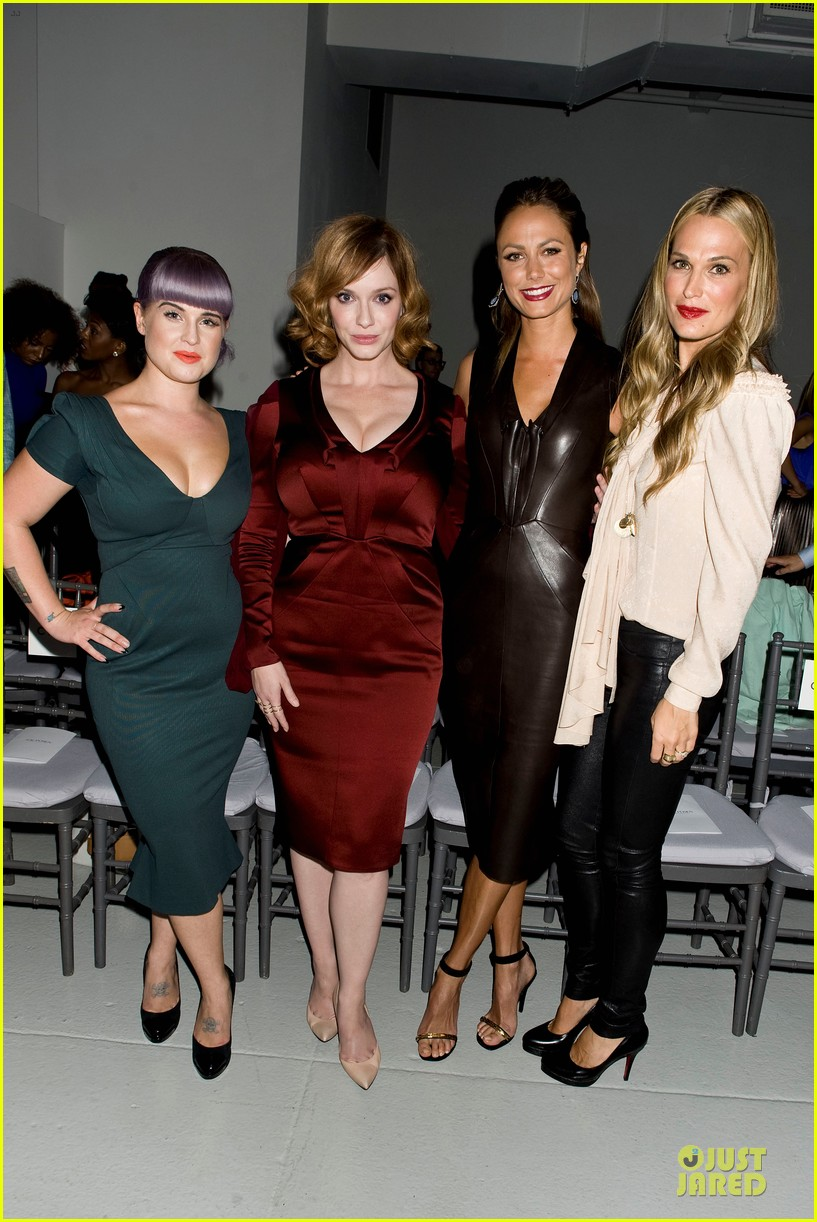 stacy keibler christina hendricks zac posen fashion show 012947723