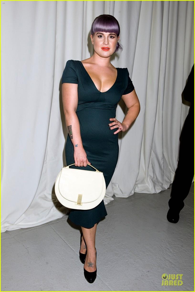 stacy keibler christina hendricks zac posen fashion show 042947726