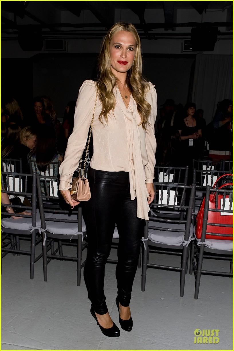 stacy keibler christina hendricks zac posen fashion show 052947727