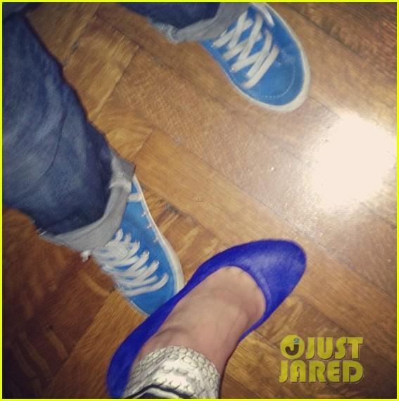 miranda kerr flynn wear matching blue shoes 042956165