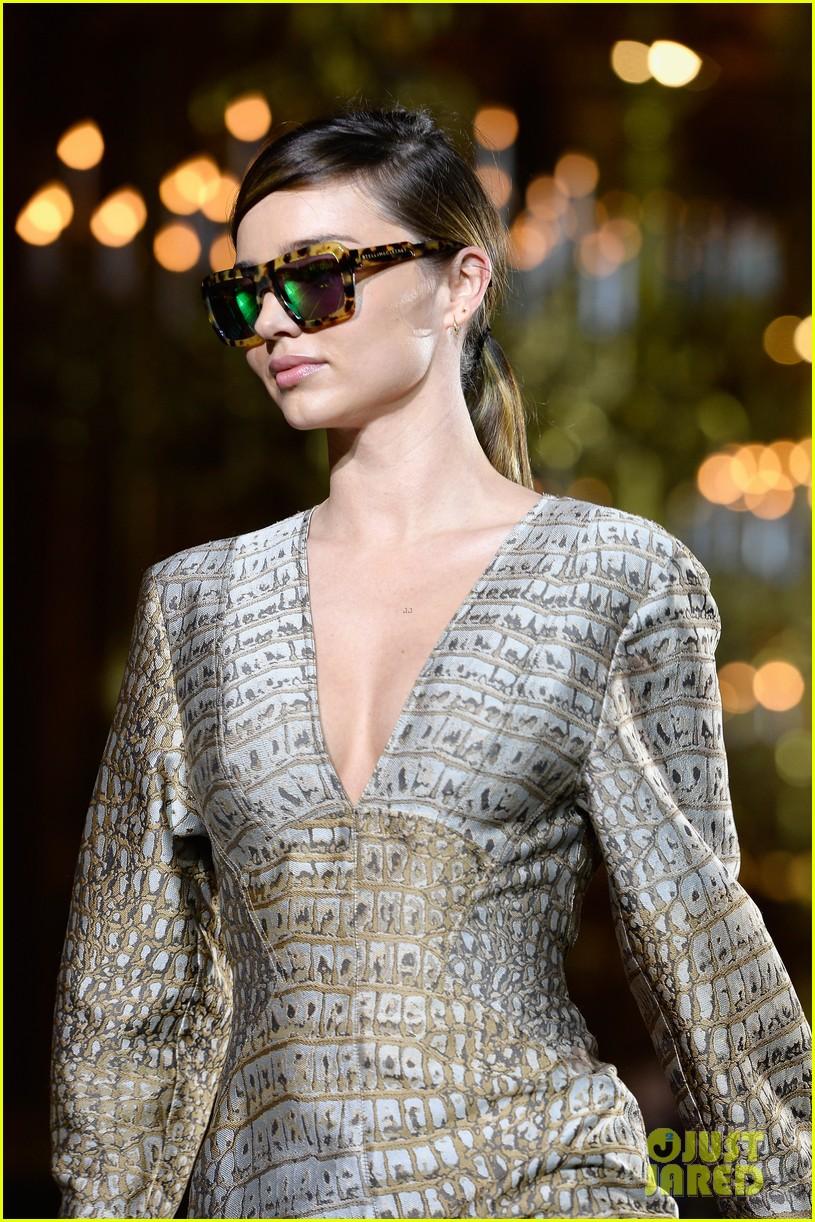 miranda kerr cara delevingne stella mccartney fashion show 132963022