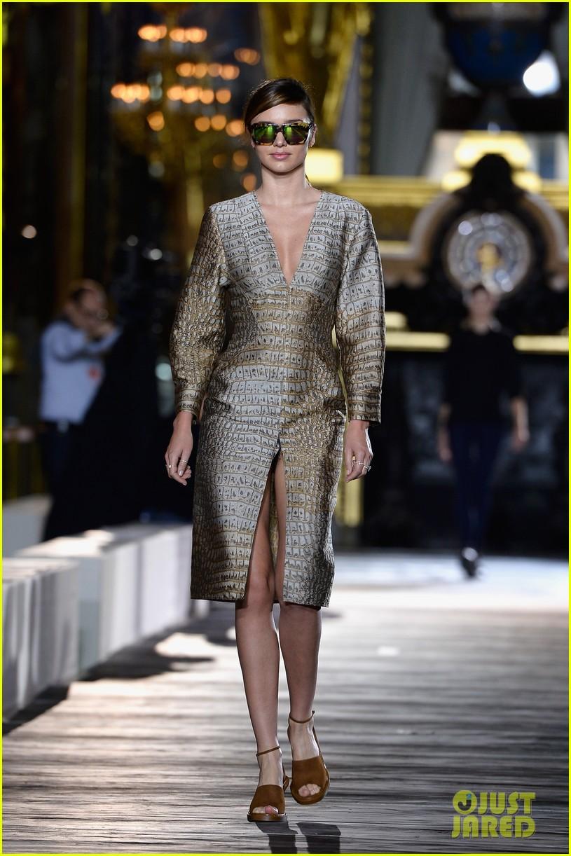 miranda kerr cara delevingne stella mccartney fashion show 292963038