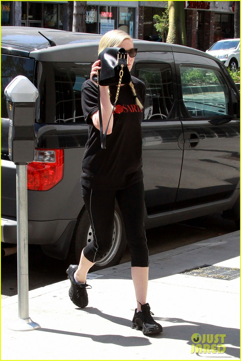 kirsten dunst hits the tracy anderson gym 092946859