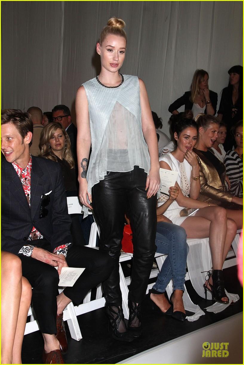 zoe kravitz iggy azalea sass bide fashion show 032949677