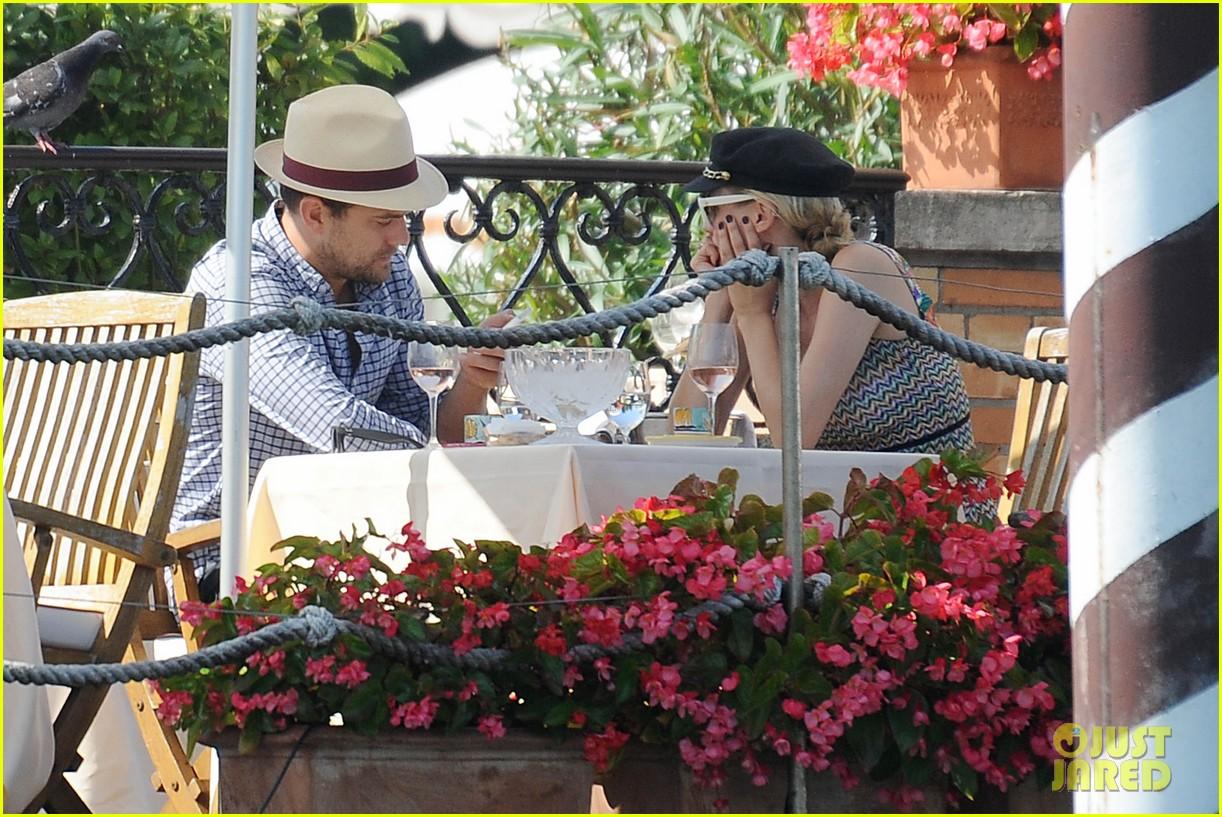 diane kruger joshua jackson enjoy lunch date in venice 102942936