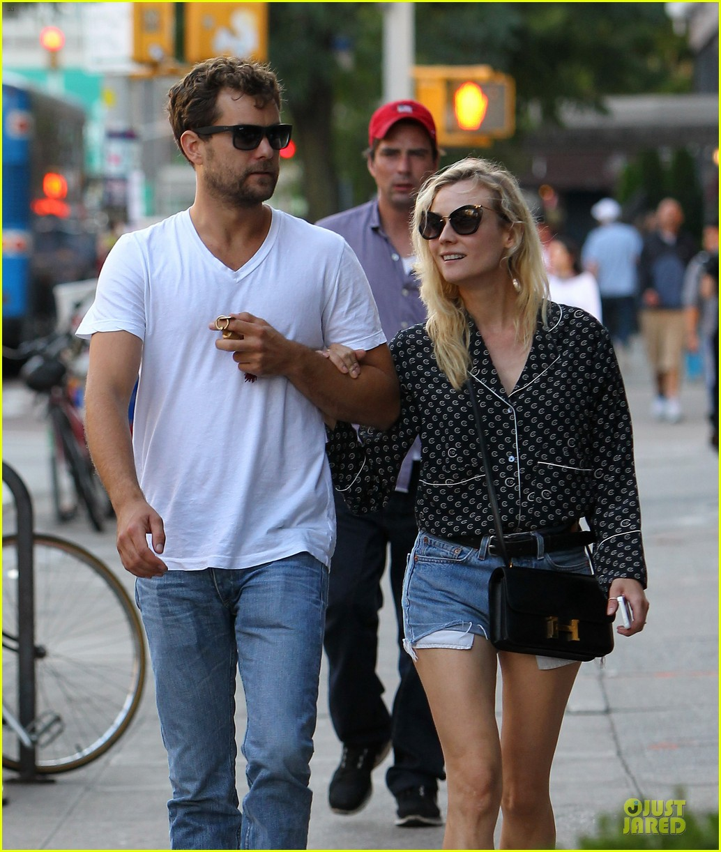 diane kruger joshua jackson hook arms for nyc stroll 11