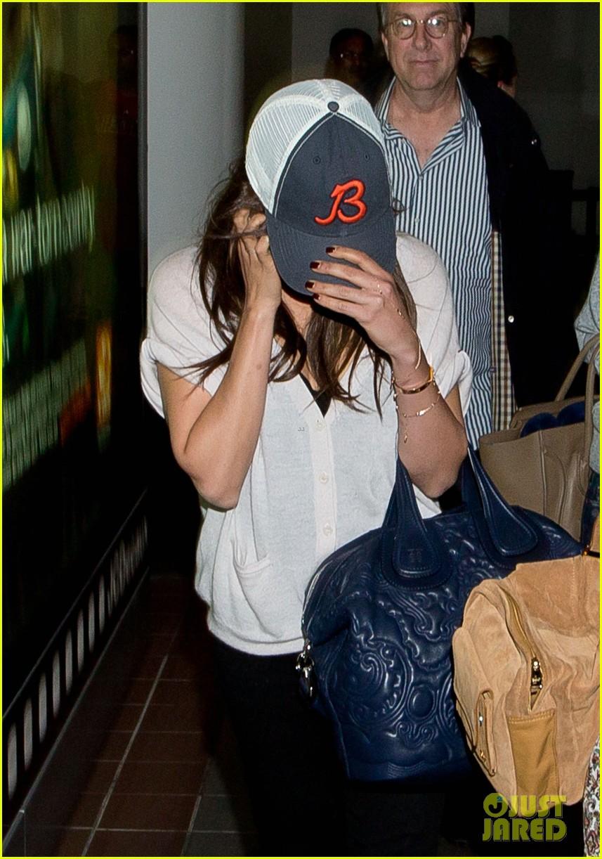 ashton kutcher picks up mila kunis at lax airport 072949958