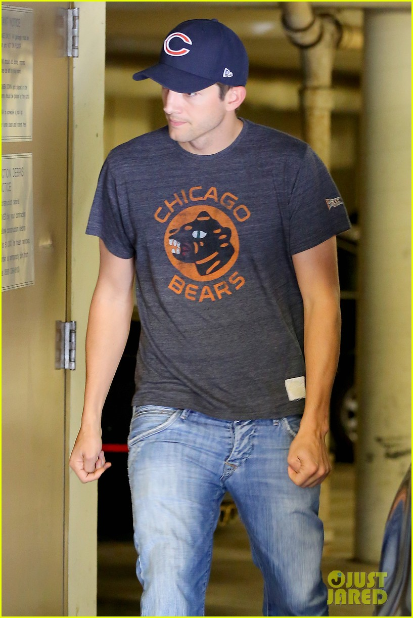 ashton kutcher mila kunis chicago bears twosome 032953312