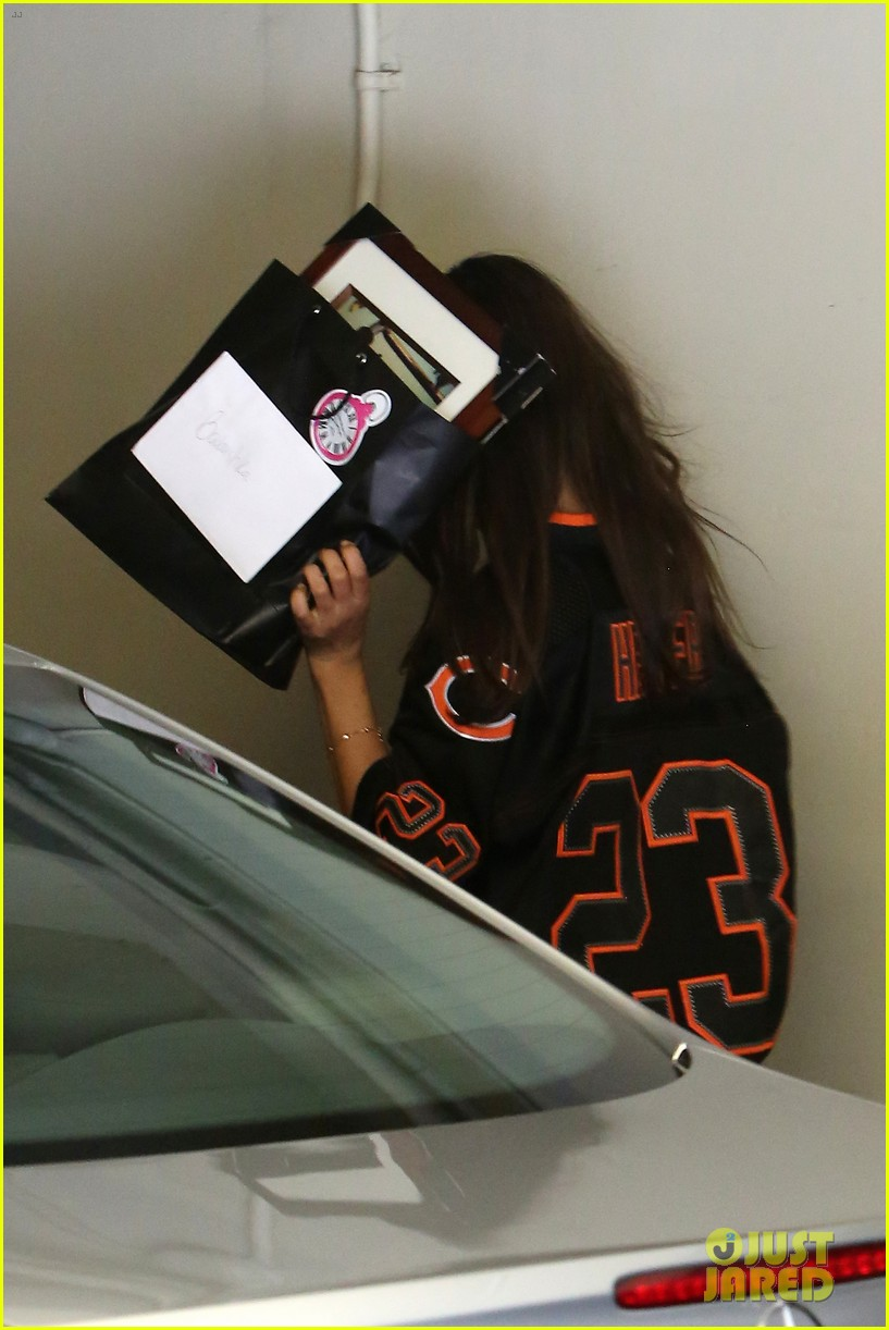 ashton kutcher mila kunis chicago bears twosome 082953317