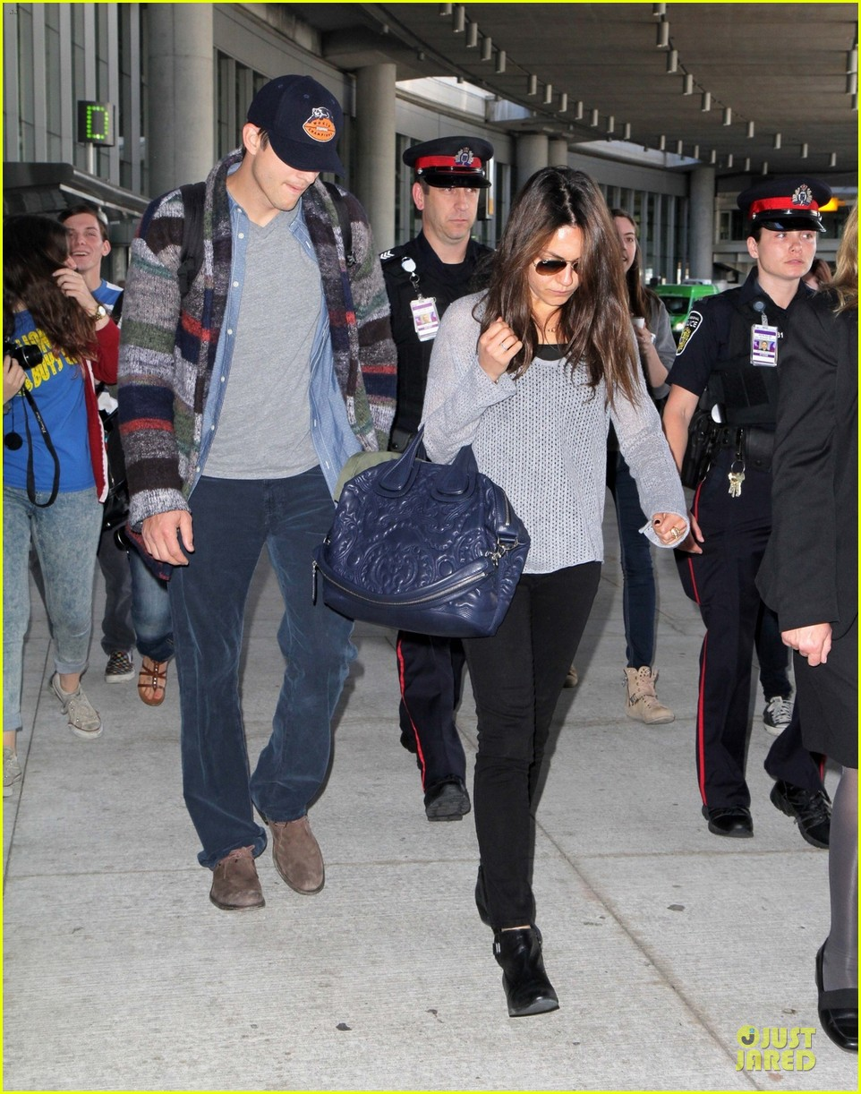 mila kunis ashton kutcher fly for just for laughs festival 012961911
