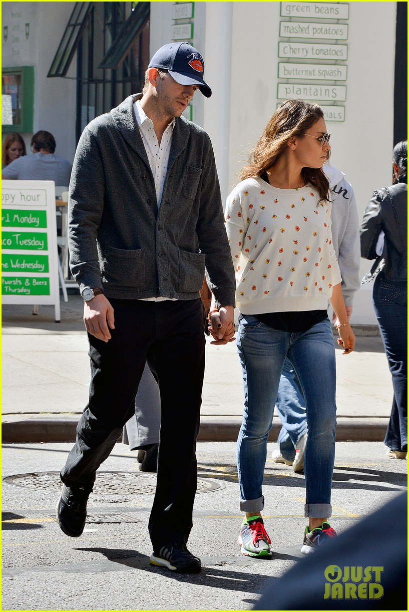 ashton kutcher mila kunis hold hands in the big apple 032955471