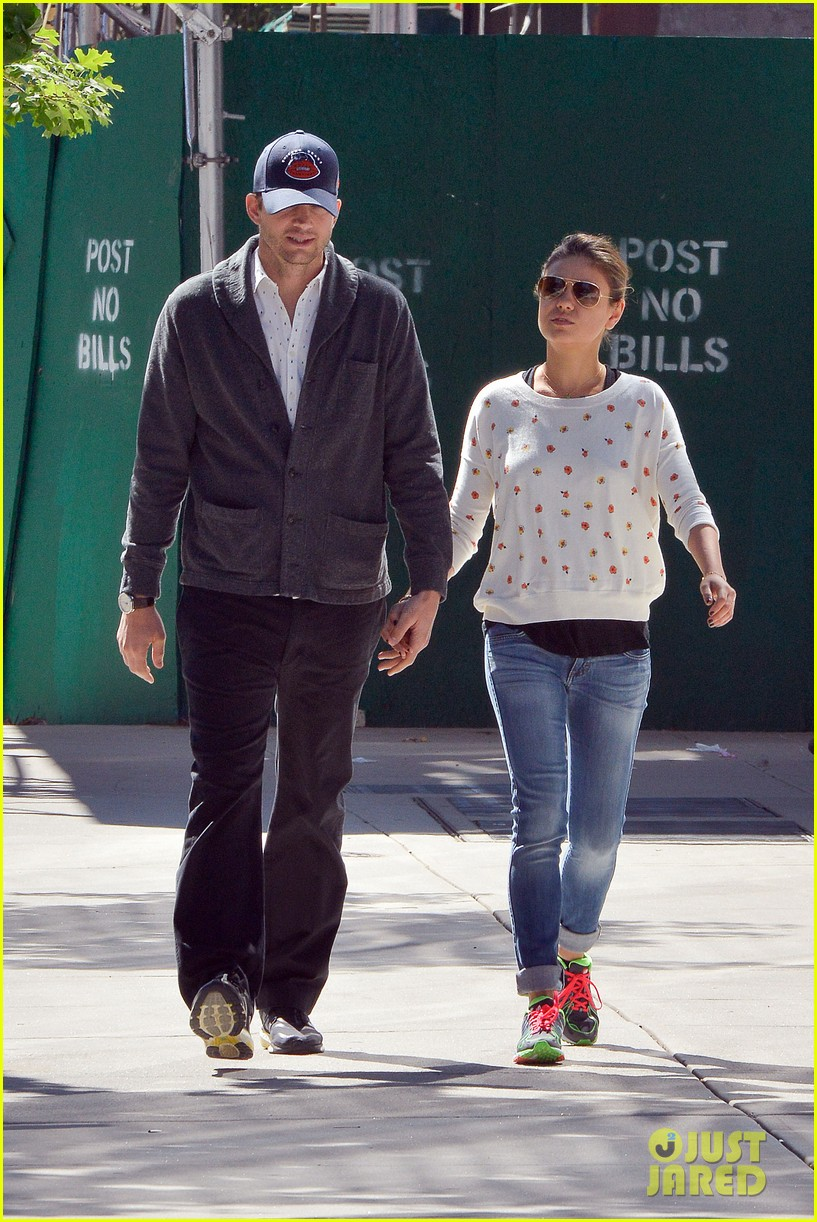 ashton kutcher mila kunis hold hands in the big apple 12