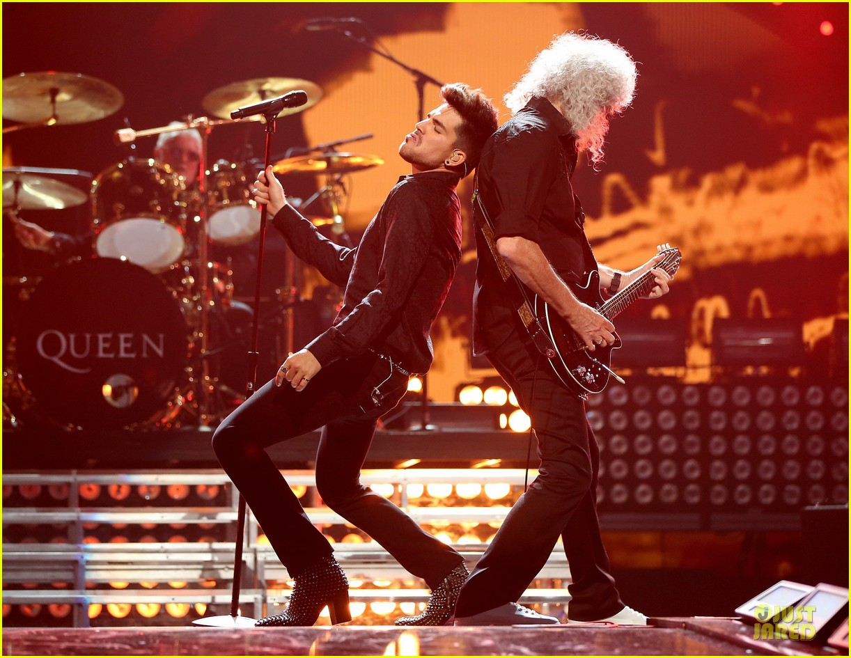 adam lambert iheartradio music festival with queen 032956576