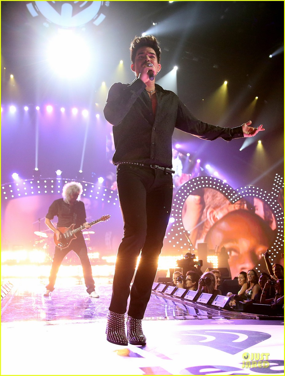 adam lambert iheartradio music festival with queen 052956578