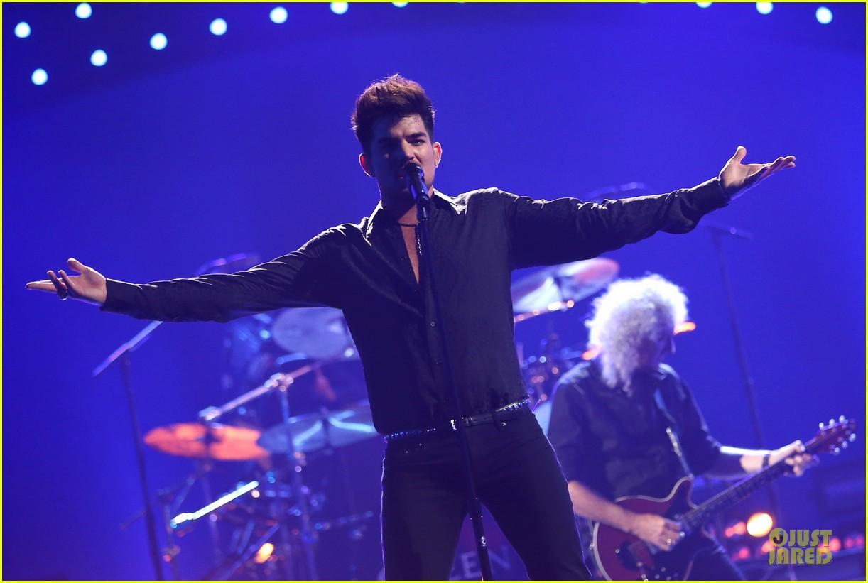 adam lambert iheartradio music festival with queen 122956585