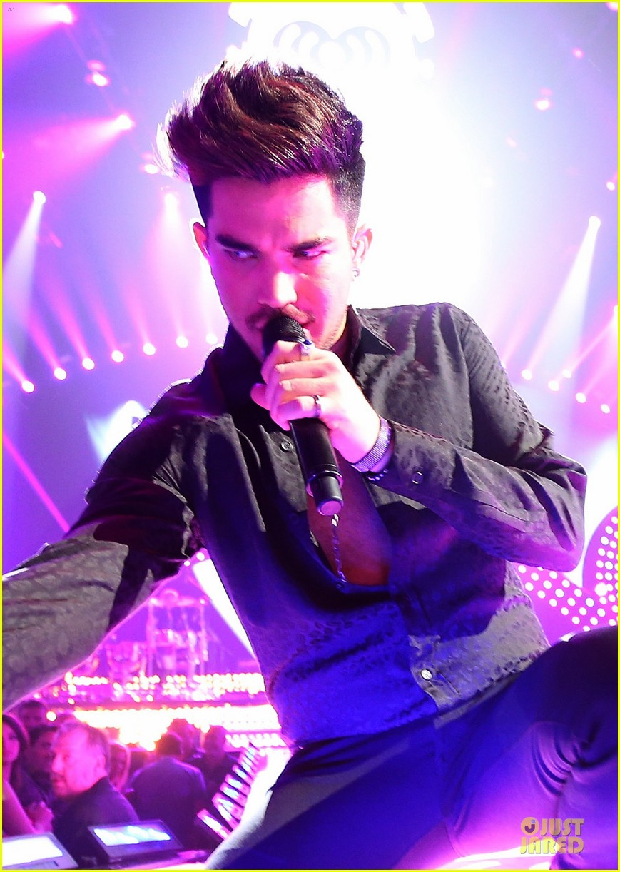 adam lambert iheartradio music festival with queen 242956597