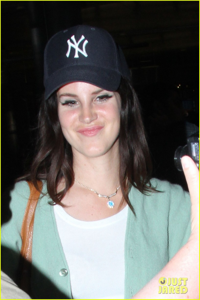 lana del rey has a strong visual identity says her manager 022958505