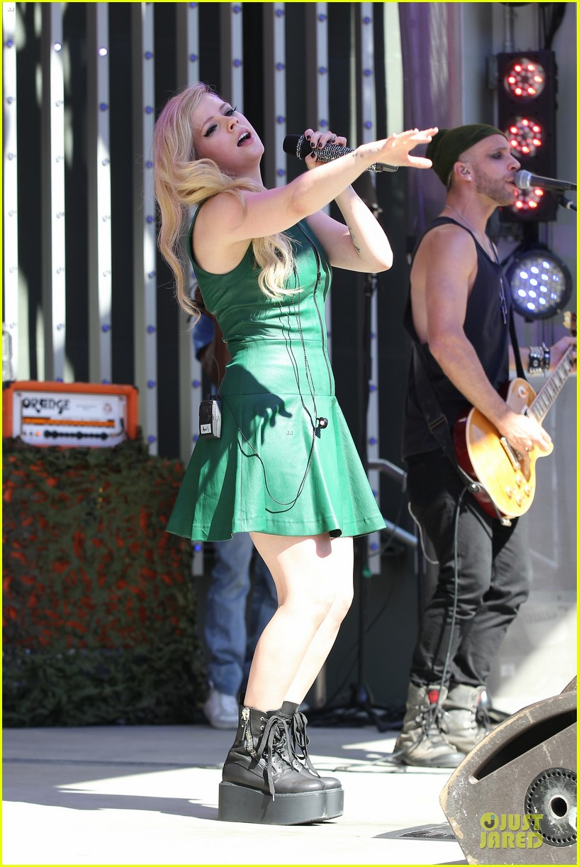 avril lavigne platforms for extra green performance 032959602