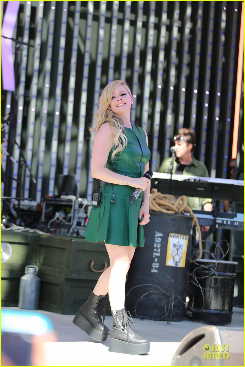 avril lavigne platforms for extra green performance 102959609