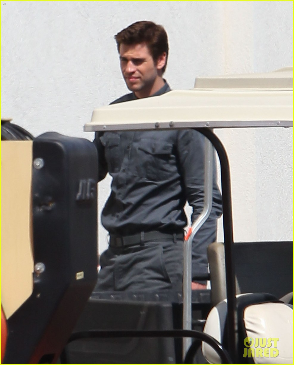 jennifer lawrence liam hemsworth mockinjay filming 032958767